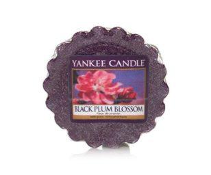 Il delizioso e seducente nettare degli splendidi fiori della susine nere con un tocco di muschio bianco e vaniglia.