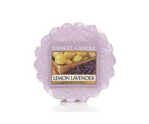 Pulita e invitante… una fresca e impalpabile miscela che coniuga le note agre della citronella con la dolcezza dei fiori di lavanda.