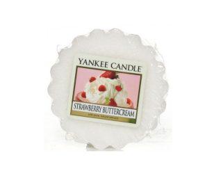 Mmmmm… una vera golosità fatta di fragole dolci e carnose sommerse da un tripudio di panna montata.