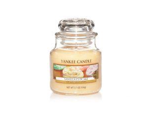 L'aroma ricco e cremoso delle cupcake alla vaniglia con un tocco di limone e un abbondante e soffice strato di glassa.