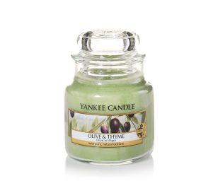 Un profumo fresco alle erbe dalla costa mediterranea con foglie d'olivo