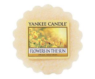 Come una passeggiata nel giardino con la luce del sole che sparge tutti i colori dorati - un profumo molto brillante di fiori dolci.