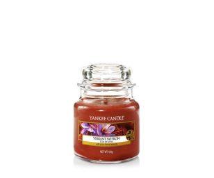 Scopri la dolcezza calda e vibrante dello zafferano infuso dalla morbidezza della vaniglia.