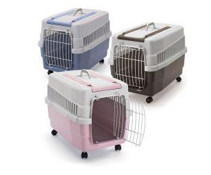 Scegliendo il trasportino per cani e gatti Kim 60 abbini la sicurezza per il tuo animali alla comodità nel trasportarlo.