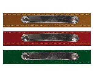 Elegante collare in pelle rivestita da similpelle. Con catena e medaglietta personalizzabile.
