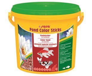 Il mangime per la colorazione per pesci nel laghetto.