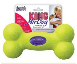 Kong Air Squeaker Bone combina due classici giocattoli per cani: la pallina da tennis e il gioco sonoro. Ha la forma facilmente riconoscibile dell'osso ed è il giocattolo da riporto perfetto.