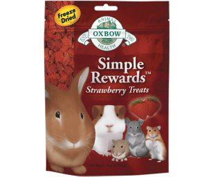 Consigliamo Strawberry Treats per aggiungere varietà e arricchimento alla dieta del vostro piccolo amico. Oxbow Simple Rewards Strawberry Treats è semplicemente delizioso.
