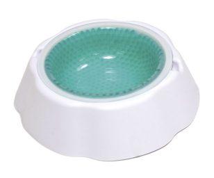 Fresh Bowl Ciotola Refrigerante permette di mantenere l'acqua fresca fino a 8 ore. E' sufficiente tenere la ciotola estraibile in freezer per 2 ore