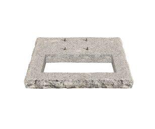 Base in granito quadrata.