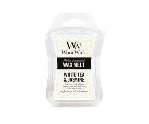 La purezza del tè bianco e un tocco di gelsomino si sposano con le note del cedro rosso e della rosa.