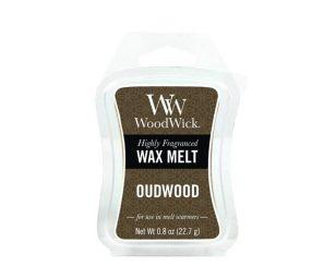 L'ambra seducente e il legno di oud aromatico si fondono con la cremosa vaniglia e un sottofondo affumicato di incenso.