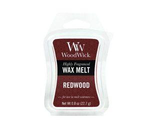 Una profumazione complessa che combina le ricche note della sequoia con il legno di sandalo e la dolcezza dell'ambra.