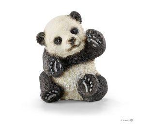 Cucciolo di panda che gioca.