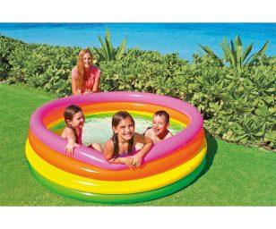La piscina intex adatta ai più piccoli per divertirsi nei pomeriggi d'estate. Facile da montare si gonfia in pochi minuti.