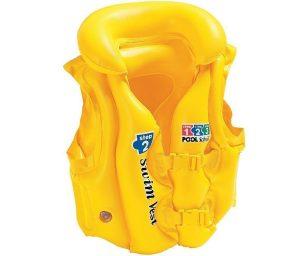 Un giubbino di salvataggio intex per proteggere i vostri bambini quando sono in acqua!