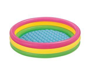 La piscina adatta ai più piccoli per divertirsi nei pomeriggi d'estate. Facile da montare si gonfia in pochi minuti.