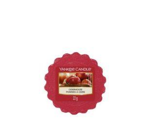 La migliore gratificazione del raccolto d'autunno… mele appena spremute