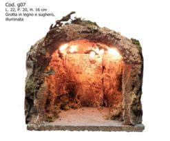 Grotta in legno e sughero illuminata.