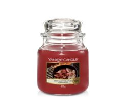 Il profumo che ricorda mele appena raccolte che cuociono sul fuoco nella fresca brezza della sera.